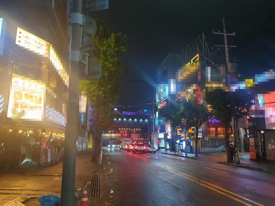 15일 오후 11시 서울 홍대 클럽거리에는 지나다니는 사람을 찾아보기 어려웠다. 정진호 기자