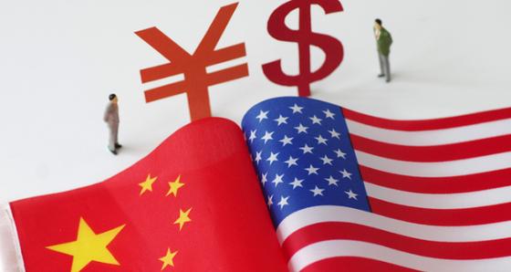 """도널드 트럼프 미 대통령의 '중국과 관계를 끊을 수 있다""""는 발언 이후 미중 관계가 신냉전을 맞이하고 있다는 분석이 잇따라 나오고 있다. 미중 관계에 이미 부분적인 디커플링이 시작됐다는 지적도 나온다. [중국 환구망 캡처]"""