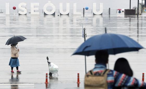 18일부터 19일까지 전국에 걸쳐 많은 비가 내릴 것으로 보인다. 뉴스1
