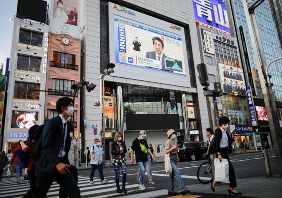 일본 도쿄 신주쿠 거리. 로이터=연합뉴스