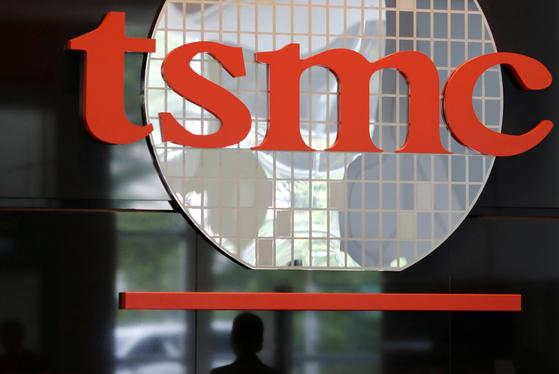 세계 최대 반도체 파운드리(위탁 생산)업체 TSMC가 미국의 수출 제한 조치에 따라 중국 화웨이와 거래를 끊기로 했다. [로이터=연합뉴스]