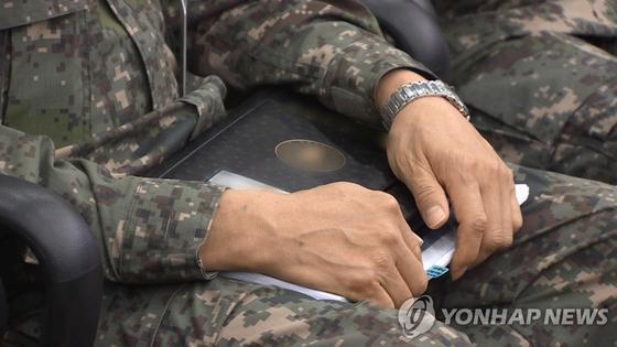 이 사진은 기사 내용과 관련 없는 군인 자료사진. 연합뉴스