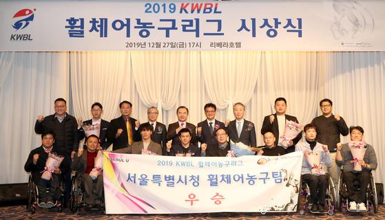 (서울=뉴스1) = 27일 저녁, 서울 리베라호텔에서 열린 2019 KWBL 휠체어농구리그 시상식에서 서울특별시청이 리그 우승을 차지하였다. (한국휠체어농구연맹 제공)2019.12.27/뉴스1