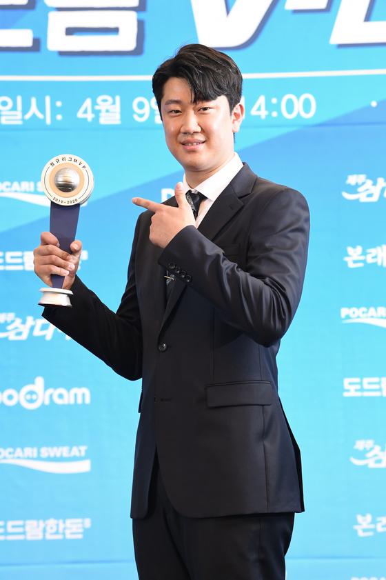 2019~20시즌 MVP에 오른 나경복은 라이트로 포지션을 바꾼다. [연합뉴스]