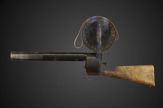 사진1. 1882년 프랑스 에티엔-쥘 마레가 개발한 세계최초의 연속사진카메라 '크로노포토그래픽 건(  (Chronophotographicgun). [사진 wikipidia]