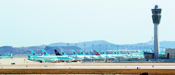지난달 13일 인천국제공항 계류장에 비행기가 계류돼 있다. 뉴스1