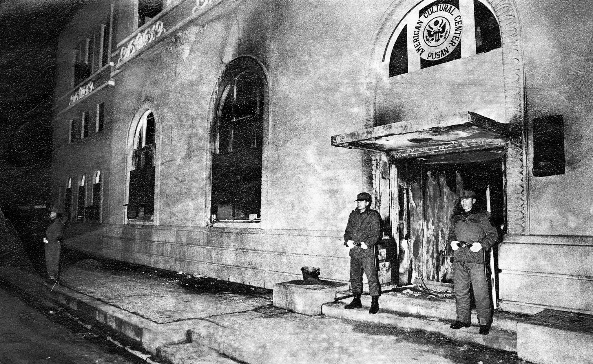 1982년 3월18일 오후 2시 부산 미국 문화원 건물에 방화로 인한 화재가 발생했다.