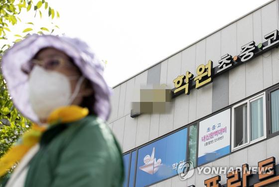 인천 학원강사 발 코로나19 감염이 지역사회 감염으로 확산되면서 방역당국에 비상이 걸렸다. 연합뉴스