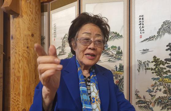 일본군성노예제 문제 해결을 위한 정의기억연대(정의연)의 기부금 운용 방식에 문제를 제기한 일본군 위안부 피해자 이용수 할머니가 13일 대구광역시 모처에서 월간중앙 기자와 만나 인터뷰를 하고 있다. 대구=문상덕 월간중앙 기자
