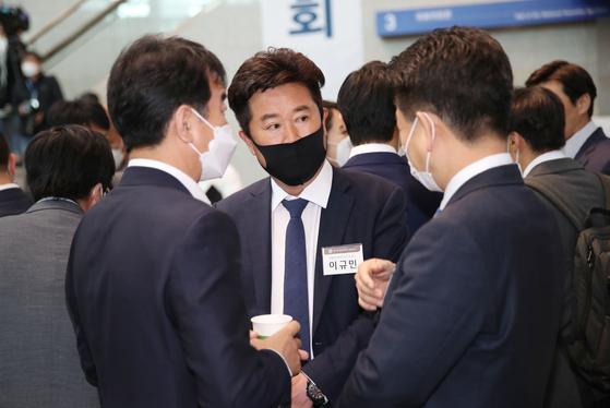 20일 국회에서 열린 의원연찬회에 참석 중인 이규민 민주당 당선인. 연합뉴스