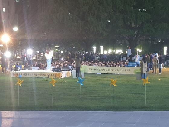 20일 인천시가 집합행위를 금지한 시청 앞 광장에서 드라마 촬영이 이뤄졌다. 독자 제공