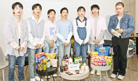 농림축산식품부와 aT가 중국의 대표 아이돌인 '보이스토리'의 온라인콘서트와 연계해 실시한 한국 농식품 홍보가 현지인들의 많은 관심을 받았다. [사진 aT]