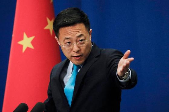 """자오리젠 중국 외교부 대변인은 21일 베이징에서 열린 기자회견에서 중국을 """"악랄한 공산정권""""이라고 비난한 마이크 폼페이오 미 국무장관을 """"책임을 지지 않는 정치인으로 그의 언행은 불쾌하기 그지 없다""""고 비판했다. [AP=연합뉴스]"""