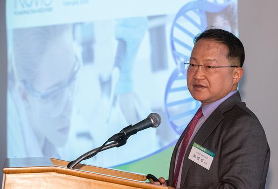 조셉 킴 이노비오 대표가 20일 오전 서울 중구 롯데호텔에서 열린 '바이오 리더스클럽 2020'에서 '신종 감염병 치료제 개발 전략'을 주제로 발표하고 있다. 뉴스1
