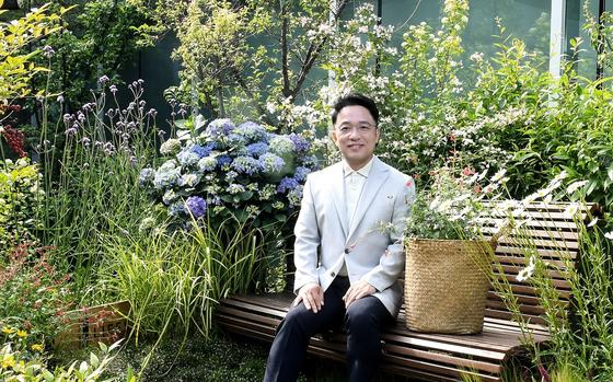 김택진 엔씨소프트 대표는 22일 플라워 버킷 챌린지 캠페인에 참여했다. [사진 엔씨소프트]