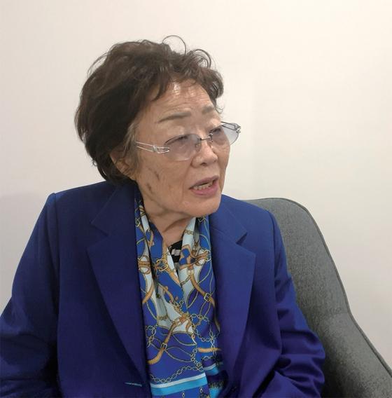 """이용수 할머니가 5월 13일 대구의 숙소에서 월간중앙과 인터뷰하고 있다. 할머니는 윤미향 당선인에 대해 '지금이라도 이실직고하는 게 옳은 거지, 양심도 없다""""고 비판했다."""