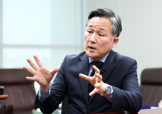 표창원 민주당 의원이 13일 오전 국회 의원회관 의원실에서 중앙일보와 인터뷰하고 있다. 임현동 기자