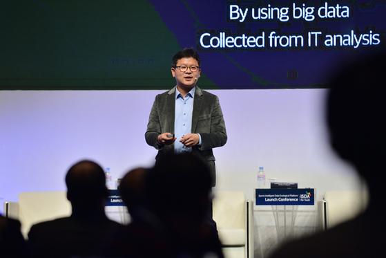 ISDA 주최 국제 컨퍼런스에서 유소년 맞춤형 데이터 관리 플랫폼의 필요성을 설명하는 정의석 올리브크리에이티브 대표. EPTS 업체 유비스랩과 손잡고 실제 적용할 플랫폼을 출시한다. [사진 올리브크리에이티브]
