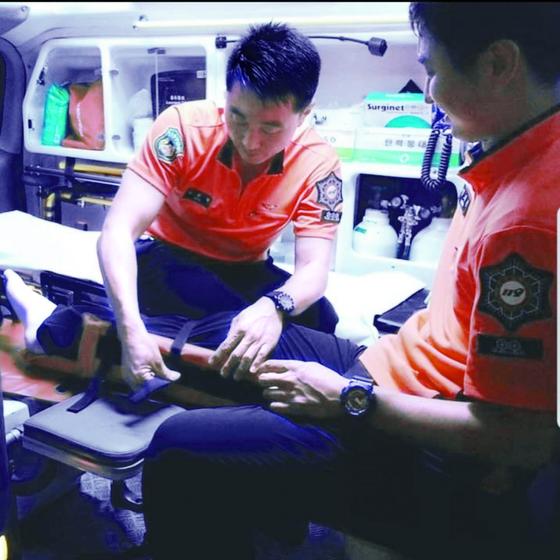 고 정희국 소방장(왼쪽)과 강기봉 소방사의 119안전센터 생전 근무 모습. [사진 울산소방본부]