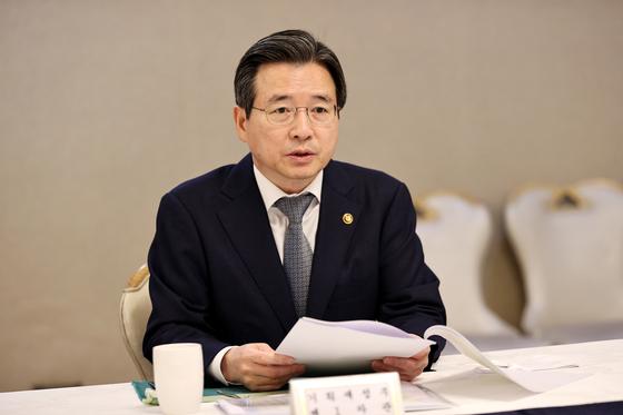 김용범 기획재정부 제1차관이 22일 혁신성장 전략점검회의 겸 정책점검회의에서 모두발언을 하고 있다. 뉴스1