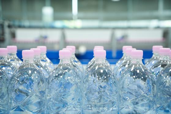 5월부터 생산을 시작한 무라벨 서울시 아리수. 비닐 라벨을 없애 재활용률을 높이고자 했다. [사진 서울시]