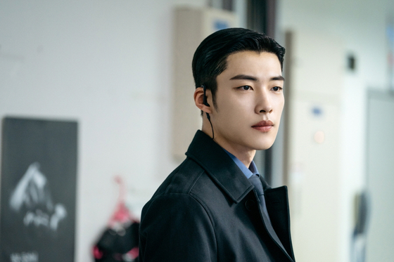 드라마 '더 킹: 영원의 군주'에서 황실 근위대 대장 조영 역할을 맡은 우도환. [사진 SBS]