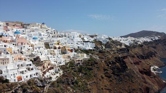 지난 7일 그리스의 대표적인 관광지 산토리니의 풍경. 그리스 정부는 6월 15일부터 외국인들의 그리스 관광을 허용하겠다고 발표했다. [로이터=연합뉴스]