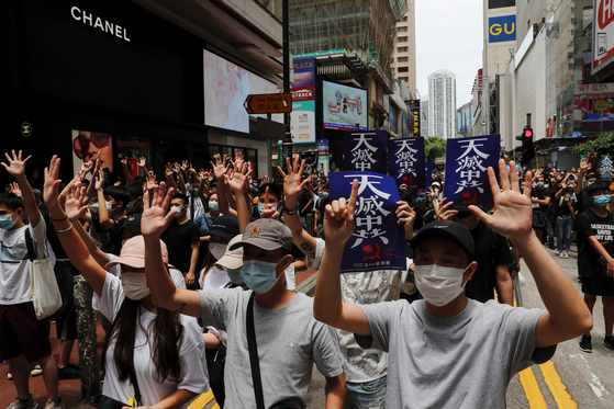 중국이 홍콩 국가보안법을 제정하겠다고 나선 가운데 홍콩에서 이에 반대하는 시위가 24일 열렸다. [로이터=연합뉴스]