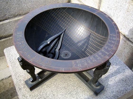 장영실이 만든 앙부일구는 시각과 24절기를 동시에 알려준다. [사진 Wikimedia Commons]