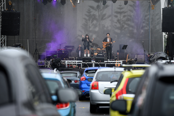 21일 호주에서 열린 드라이브 인 콘서트. 600여명이 관람했다. [연합뉴스]