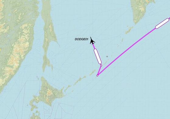 지난 21일(현지시간) '닷지(DODGE)01'이라는 콜사인(호출부호)의 B-1B 랜서 1대가 러시아 태평양 연안에 붙어 있는 오호츠크해쪽으로 기수를 돌려 진입하고 있다. [자료 골프9 트위터 계정]