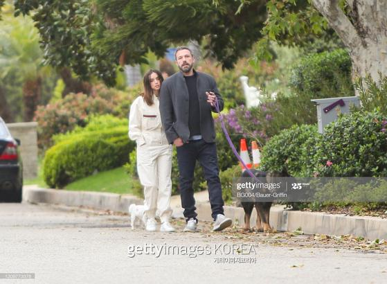 LOS ANGELES, CA - APRIL 12: Ben Affleck and Ana de Armas are seen on April 12, 2020 in Los Angeles, California. (Photo by BG004/Bauer-Griffin/GC Images
