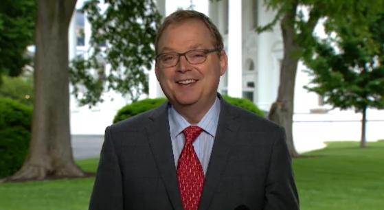 케빈 해싯 백악관 경제 선임보좌관이 24일(현지시간) CNN과 인터뷰하고 있다. [CNN 캡처]