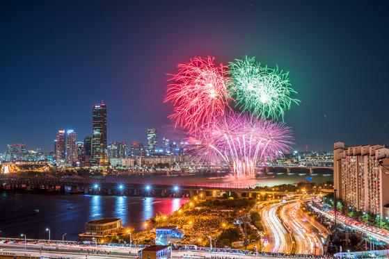 세계불꽃축제에서 한화그룹이 선보였던 다양한 폭죽. [사진 한화그룹]
