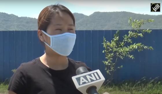 인도 마니푸르주 출신 간호사들은 콜카타 대형 병원에서 근무하며 코로나와 싸웠으나 생김새가 중국인과 비슷하다는 이유로 오히려 '코로나'란 욕을 먹었다. [중국 환구망 캡처]