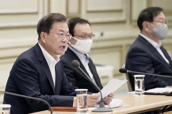 문재인 대통령이 25일 서울 청와대에서 열린 '2020 국가재정전략회의'에서 모두 발언을 하고 있다. 청와대사진기자단