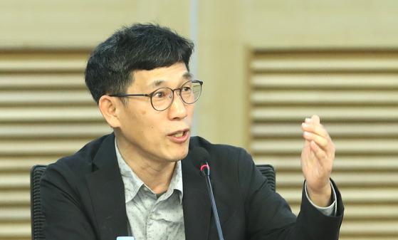 진중권 전 동양대 교수가 15일 오전 국회 의원회관에서 열린 토론회에서 발언하고 있다. [연합뉴스]