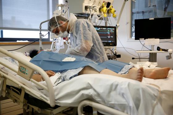 돈 좇은 글로벌 제약사, 3년전 코로나 백신 연구 제안 거절