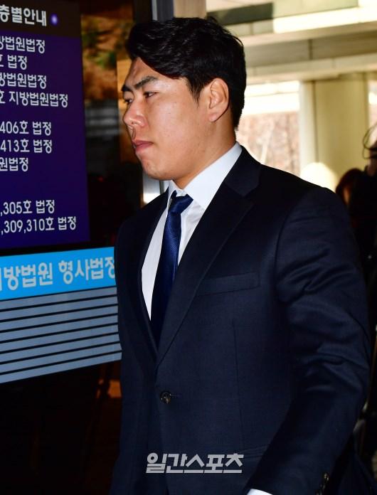 지난 2017년 3월 열린 재판에 참석하고 있는 강정호의 모습. IS 포토