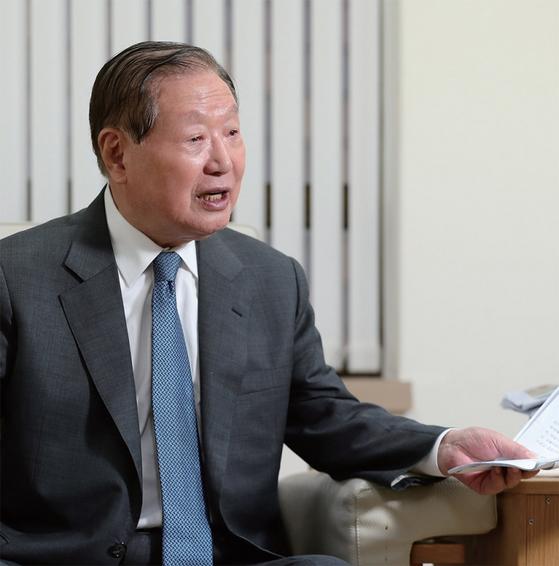 김원기 전 국회의장은 여야가 역지사지(易地思之)의 자세로 21대 국회를 이끌어가야 한다고 강조한다.