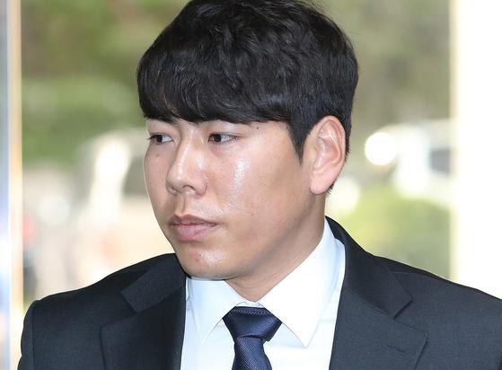 2016년 음주 뺑소니 사고를 저지른 강정호가 2017년 항소심 공판에 출석한 모습. [연합뉴스]