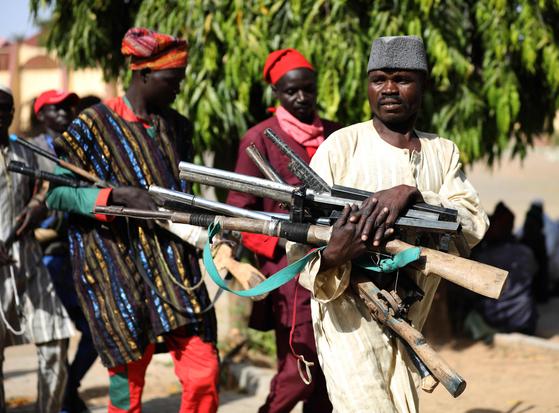 오토바이 탄 무장괴한 수십명, 나이지리아 마을 습격...60명 사망