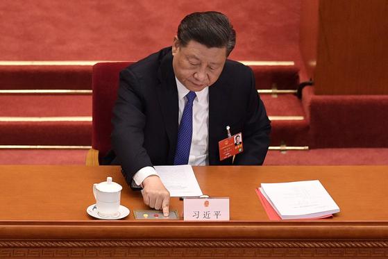 홍콩 보안법 반대는 1명뿐이었다…中 외부 간섭땐 제압할 것