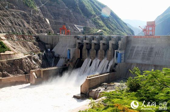 중국은 향후 미국과의 경제협력이 어렵다는 판단 아래 '신시대 서부대개발'을 추진해 그 난관을 돌파하려 한다. 사진은 중국 윈난성에서 이뤄지는 댐 건설 사업. [인민망 캡처]