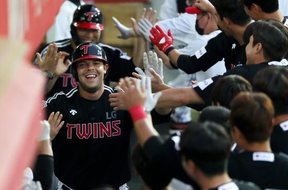 LG 외국인타자 라모스가 29일 KIA전에서 시즌 10호 홈런을 때렸다. 홈런 단독 선두. [연합뉴스]