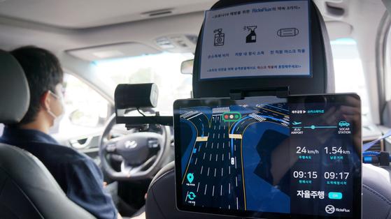 쏘카-라이드플럭스가 제주국제공항 인근에서 운행하는 자율주행 셔틀. [사진 라이드플럭스]