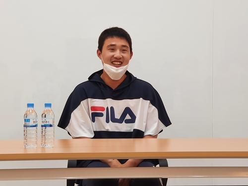 31일 잠실구장에서 취재진과 인터뷰 하고있는 김인태. 연합뉴스제공