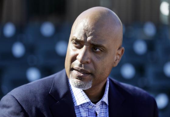 MLB 사무국의 임금 삭감안을 반대하고 있는 토니 클락 MLB 선수노조 사무총장. [AP=연합뉴스]