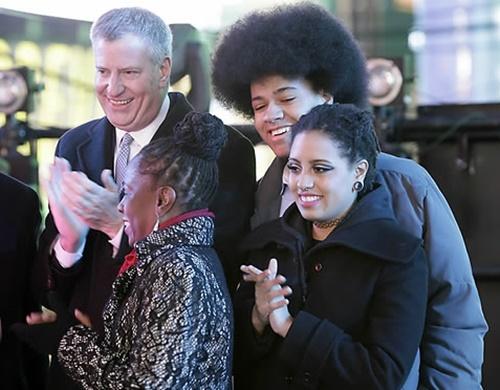빌 더블라지오 뉴욕시장 가족의 2014년 모습. 왼쪽 위에서부터 시계방향으로 더블라지오 시장, 아들 단테, 딸 키아라, 아내 셜레인 맥크레이. EPA=연합뉴스