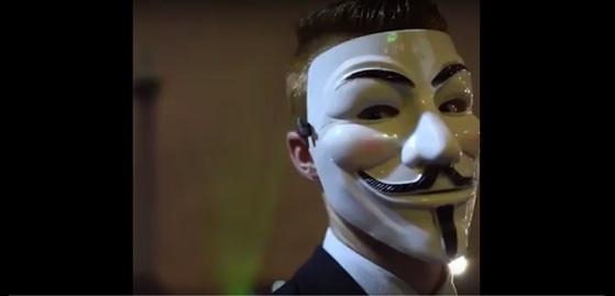 해커집단 '어나니머스'를 상징하는 가이 포크스 가면. [유튜브 캡처]